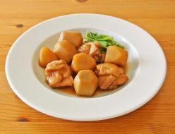 桜井花筵堂これぞ東村山うどんつゆで鶏肉と里芋の煮物